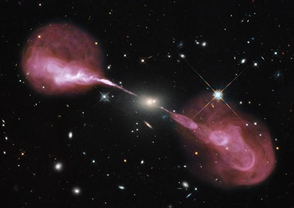 A Herkules. Itxuraz, A Herkules galaxia aspergarria da ohiko teleskopio batean ikusita. Irrati-uhinetan ikusita baina, ondo ikusten da galaxiaren erdigunetik izugarri handia den abiaduraz igortzen direla elektroiak. Kredituak: NASA, ESA, S. Baum and C. O'Dea (RIT), R. Perley and W. Cotton (NRAO/AUI/NSF), and the Hubble Heritage Team (STScI/AURA).