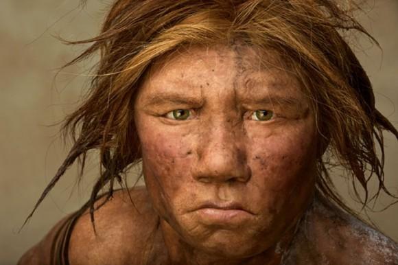 Neanderthal bat, National Geographic aldizkariaren azalean, 2008ko azaroan.