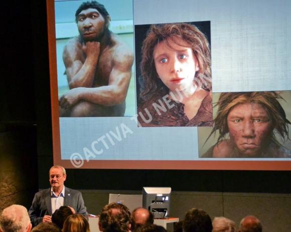 Álvaro Arrizabalagak aurkezten ditu azken urteotan egin diren neanderthalen ustezko irudiak. ©Izaskun Lekuona.