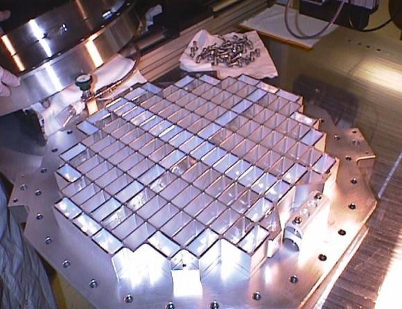 1. irudia: Aerogelezko hauts-bilgailua. Argazkia: NASA/JPL
