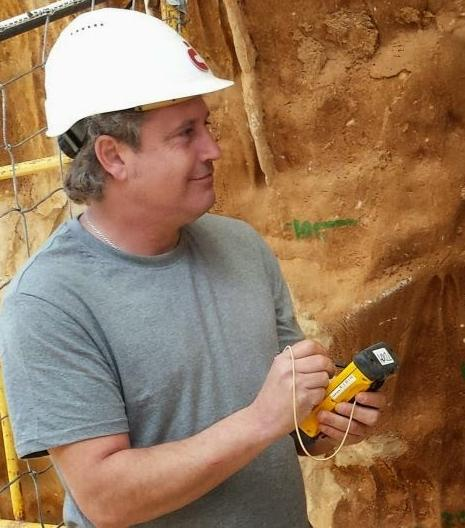 3. irudia: Jordi Rosell ikerlaria, Gran Dolina (Atapuerca, Burgos) aztarnategian.