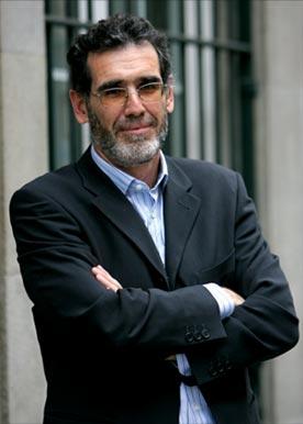 """Juan José Gómez Cadenas: """"Hobeto pentsatzeko idazten dut"""""""