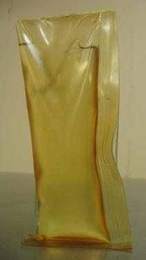 2. irudia: Olioz beteta dagoen ontzi biodegradagarri garatu berria.