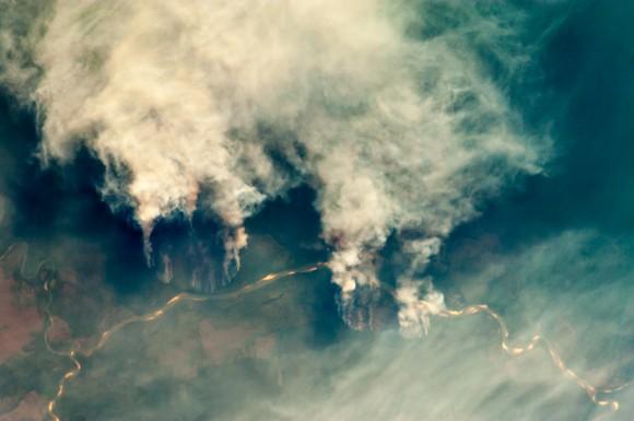 2014_10_21_ISS029-E-008032_Fires_along_the_Rio_Xingu_Brazil