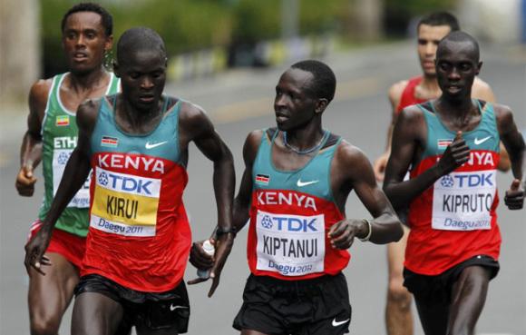 1. irudia: Atleta kenyarrak Daegu maratoian parte hartzen, 2011. urtean. (Argazkia: FMAA atletismo)