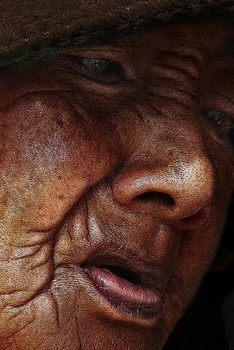 2. irudia: Zahartzeak baditu zenbait adierazle aurpegian. (Argazkia: William Cho / CC BY-SA 2.0)