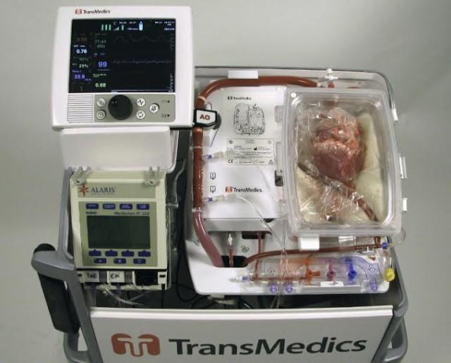 Irudia: Transplantea egin aurretik bihotza kontserbatzeko baliatu duten makina.(Argazkia: Transmedics)