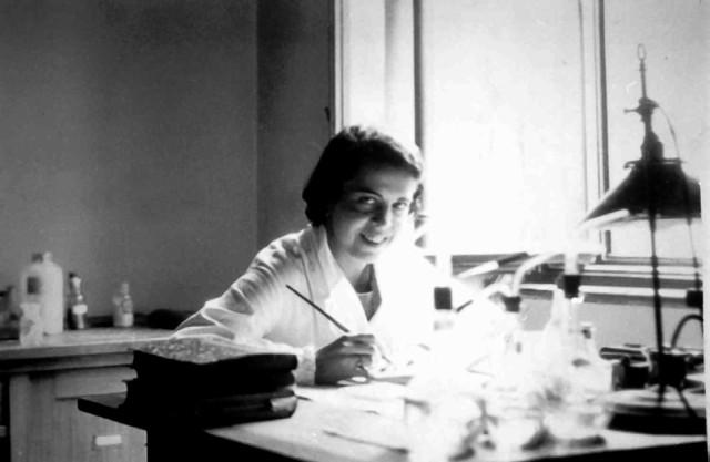 1. irudia: Dorotea Barnes 1932. urtean Austrian Friedrich Kohlrausch irakaslearen laborategian lanean.