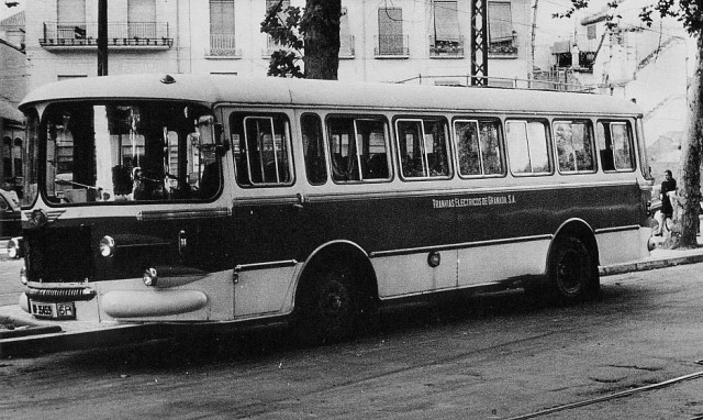 Irudia: Nazar Txori Urdina autobusa Granadako kale batean, 1970. urtean.