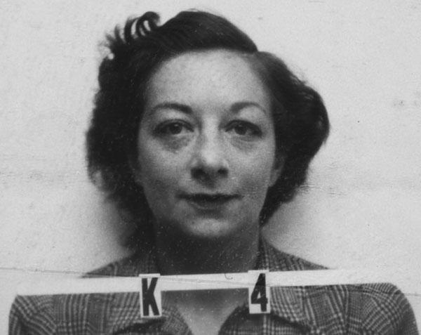 2. irudia: Charlotte Serber Los Alamos liburutegiko arduraduna eta