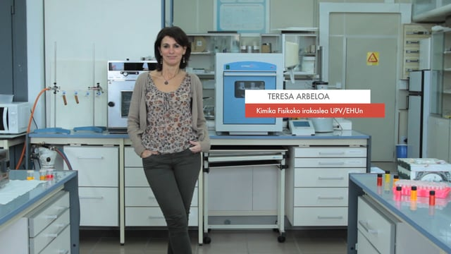 """Zientzialari (42) – Teresa Arbeloa: """"Espektro elektromagnetikoaren zati bat soilik ikus genezake"""""""