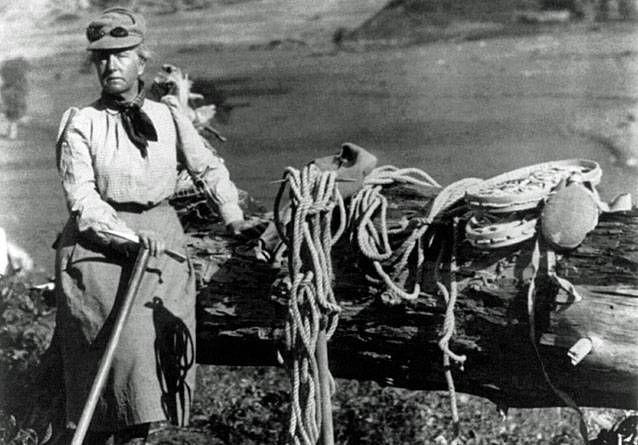 2. irudia: Fanny Bullock mendira igotzeko erabiltzen zuen materialarekin.