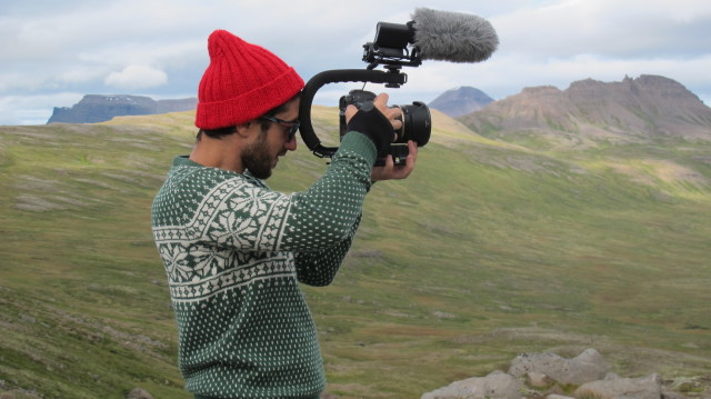 2. irudia: Ander Iturriotz, dokumentala landu duen taldeko kidea lanean. (Argazkia: Eñaut Tolosa)