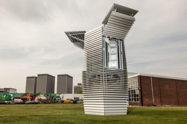 Irudia: Rotterdamen jarri dute gisa honetako lehen dorrea. (Argazkia: Studio Roosegaarde)