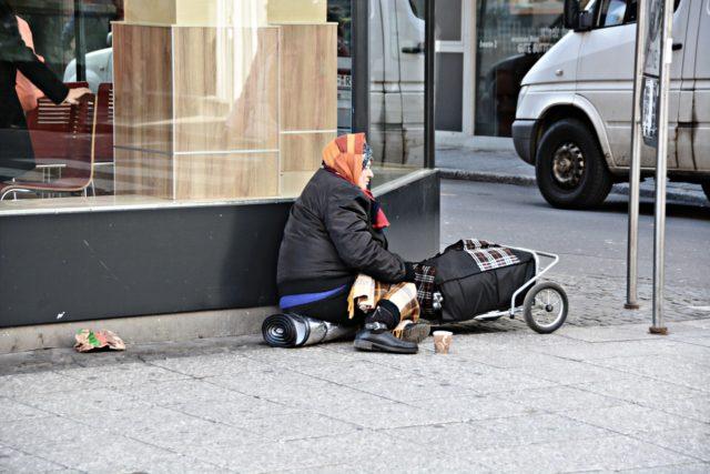 poverty-1423343_1280