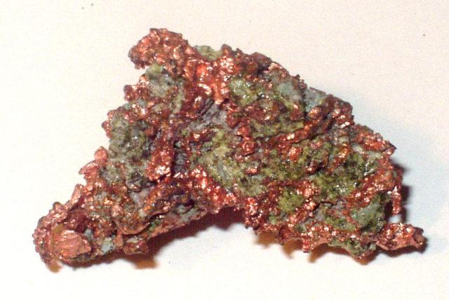 2. irudia: Kobre minerala) (Sinadura: Daniel Stucht / CC BY-SA 3.0)