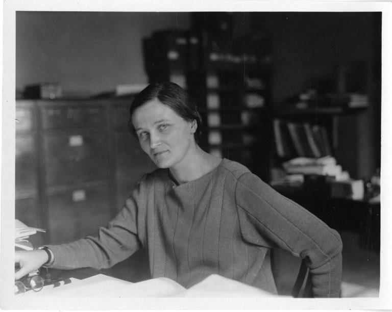 Cecilia Payne-Gaposchkin (1900-1979): Unibertsoa argitu zuen izarrik dirdiratsuena