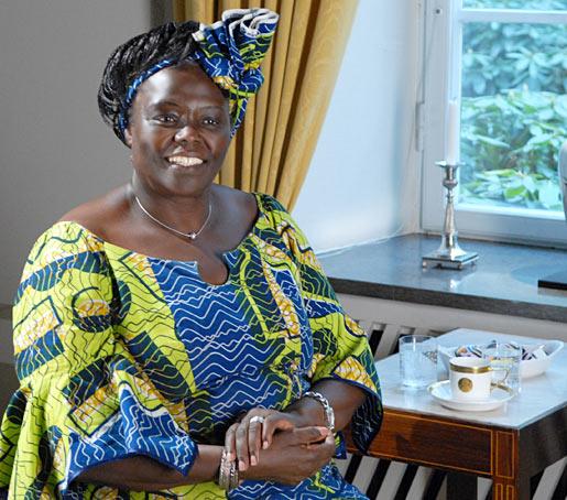 Wangari Muta Maathai (1940-2011): Woman Tree – Zuhaitz-emakumea