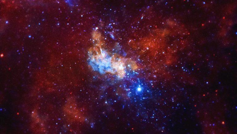 Galaxiaren erdialdean milaka zulo beltz daudela kalkulatu dute