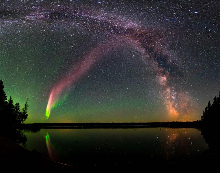 STEVE, aurora dirudien fenomeno misteriotsu agurgarri hori