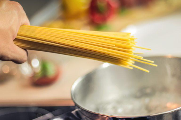 Zergatik ezin ziren espagetiak erdibitu (eta orain bai)?