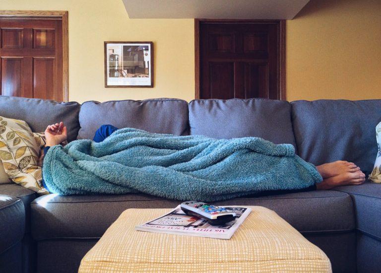 Saihestu, ahal baduzu, aulkia eta sofa