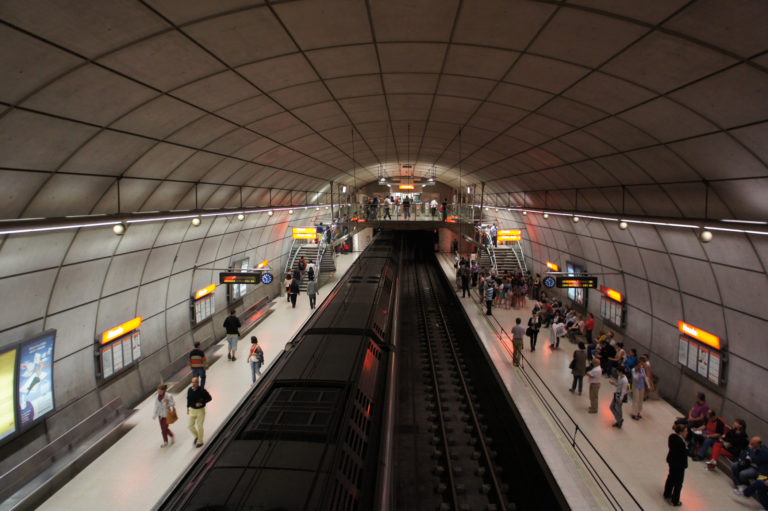 Metroak Bilboko itsasadarrean dituen pasabideak